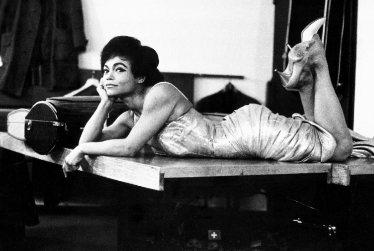 EARTHA KITT ON PIANO